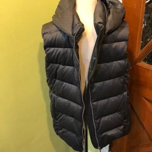Uniglo  gray puffy vest size large mint condition